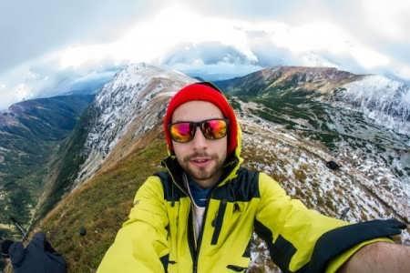 Tips Foto Selfie Saat Ditempat Wisata