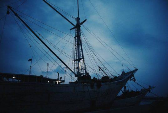 Pelabuhan Sunda Kelapa - malam hari (foto: Instagram @_alfiananwar)