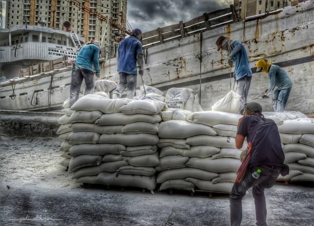 Proses Bongkar Muat di Pelabuhan Sunda Kelapa (foto: Instagram @nizam_althojiri)