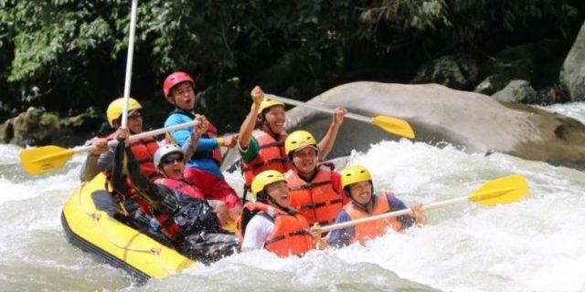 Arung Jeram di Sungai Manna (foto: Kompas)